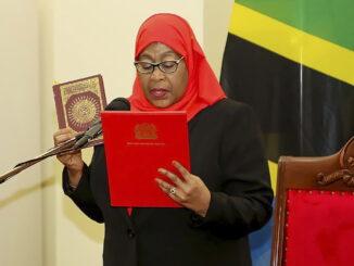 Tổng thống Tanzania kêu gọi ngân hàng khám phá tiền điện tử